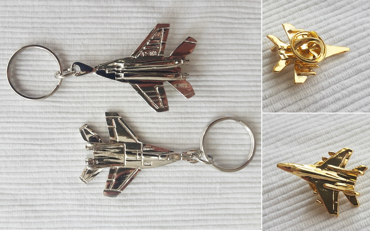 metal mig 29 pin and keychain